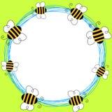 Рамка пчел летания круглая Стоковые Фотографии RF