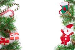 Рамка рождества ветви ели с тросточками конфеты и Санты изолированной на белой предпосылке с космосом экземпляра для вашего текст Стоковые Изображения RF