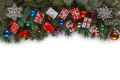 Рамка рождества, рождество разветвляет, оформление рождества, белизна, космос экземпляра, взгляд сверху Стоковые Фото