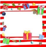 Рамка рождества с подарочными коробками на красной striped предпосылке стоковые фотографии rf