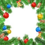 Рамка рождества с ветвями ели, конусом сосны, колоколом, смычком и красными, голубыми, желтыми шариками, confetti Стоковые Изображения RF