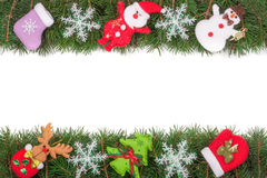 Рамка рождества сделанная ветвей ели украшенных с снежинками изолированными снеговиком и Санта Клаусом на белой предпосылке Стоковая Фотография RF