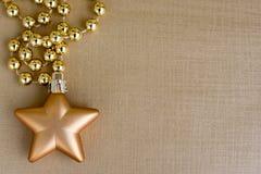 Рамка рождества для поздравительной открытки с безделушкой звезды золота Стоковое Изображение
