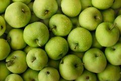 Рамка свежих зеленых яблок полная Стоковые Фото