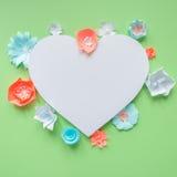 Рамка сердца с цветком цвета бумажным Стоковое Изображение