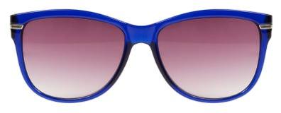 Рамка солнечных очков голубая и объектив красного цвета изолированный против чистой белой предпосылки никто Стоковая Фотография