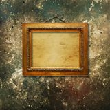 Рамка старого винтажного золота богато украшенная для изображения стоковое изображение rf