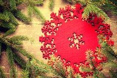 Рамка сделанная от зеленых украшений ветви и рождества ели Стоковые Изображения RF