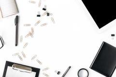 Рамка таблетки, доски сзажимом для бумаги, аксессуаров офиса и тетради Стоковые Изображения RF