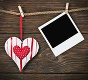Рамка фото с сердцем и место для валентинки поздравлениям Стоковая Фотография RF