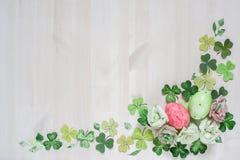 Рамка цветка пасхи с яичками Стоковое Изображение