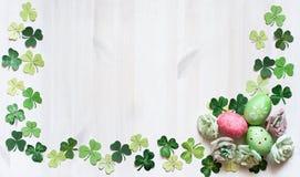 Рамка цветка пасхи с яичками Стоковое Изображение RF