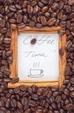 Рамка циннамона с временем кофе слов внутрь Стоковые Фото