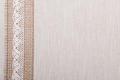 Рамка шнурка на предпосылке linen ткани Стоковое Изображение