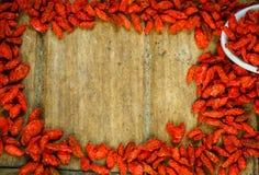 Рамка ягод Goji на деревянной доске стоковое фото