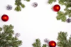 Рамки рождества зеленые на белой предпосылке Взгляд сверху Стоковая Фотография RF