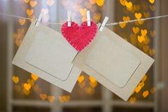 2 рамки фото и красного сердце сделанные из войлока Стоковые Изображения