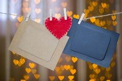 2 рамки фото и красного сердце сделанные из войлока Стоковая Фотография