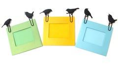 Рамки фото с бумажными зажимами на белизне Стоковые Изображения RF