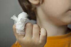 Рана, фокус на пальце стоковые изображения rf