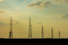 Рангоуты силы подпирают освещенный ландшафт Стоковое Фото