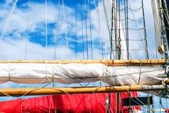 Рангоут, ветрила и кожух высокорослого корабля Деталь такелажирования Стоковое Изображение RF