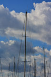Рангоут и бурные облака Стоковое Фото
