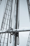 Рангоут, такелажирование и веревочки деревянного парусника Стоковые Изображения