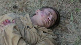 Раненые советские солдаты приходят к жизни видеоматериал