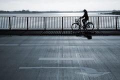 раннее утро велосипедиста Стоковые Изображения