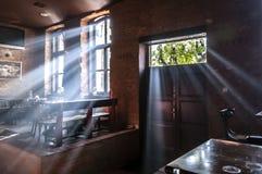 Раннее утро в кофейне стоковые фотографии rf