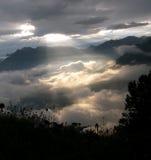 раннее утро излучает солнце Стоковое Изображение