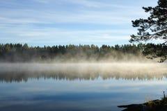 Рано утром вид на озеро, Финляндия Стоковое Изображение RF