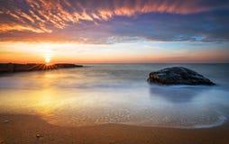 Рано утром, восход солнца над морем Стоковое Изображение RF
