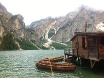 Рано утром на озере гор Стоковые Изображения