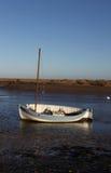 Рано утром, приливы вне, сцена гавани стоковые фото