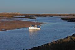 Рано утром, приливы вне, сцена гавани стоковые изображения rf