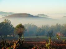 Рано утром туман в гористых местностях Мьянмы Стоковое Изображение