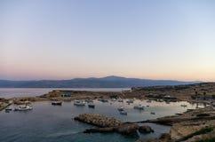 Рано утром цвета над островом Ano Koufonisi, Кикладами Стоковые Изображения