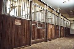 Ранчо Paddock лошади конноспортивное участвуя в гонке конюшня Стоковая Фотография RF