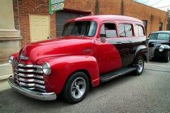 Раньше ` 1950 s Chevy пригородное, выставка автомобиля падуба Стоковые Фотографии RF