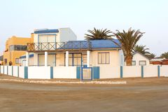 Расквартировывает залива Henties улицы, океана, Намибии Стоковое Изображение