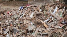 расквартируйте разрушенные кирпичи, деревья ручек, стихийное бедствие луча твердых частиц акции видеоматериалы