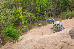 Раскопк трактора Backhoe работая на месте Стоковые Фото