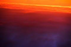 Раскосная большая возвышенность горизонта заволакивает предпосылка стоковые фотографии rf