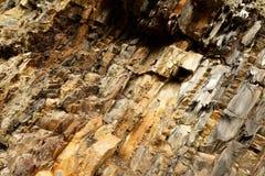 Раскосная текстура материала утеса Макрос старой горы облицовывает предпосылку картины прикарпатский взгляд сверху гор Стоковые Фото