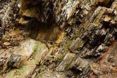 Раскосная текстура материала утеса Макрос старой горы облицовывает предпосылку картины прикарпатский взгляд сверху гор Стоковое Изображение RF