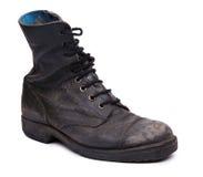 Изолированный используемый ботинок армии - диагональ Стоковая Фотография