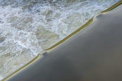 Раскосный край воды стоковые фотографии rf