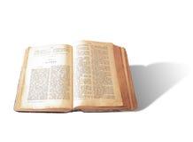 Раскройте библию на белой предпосылке Стоковое Изображение RF